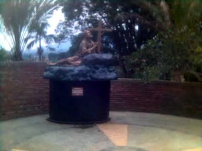 The new bronze(?) statue on Carmel, Lembang